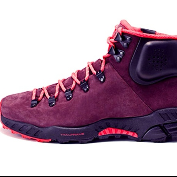 8e5ad87ade7 Men 8 Nike hiking boot  150-180 Nwt dark red